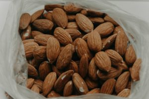 Snacks für Kinder: Nüsse und Trockenfrüchte
